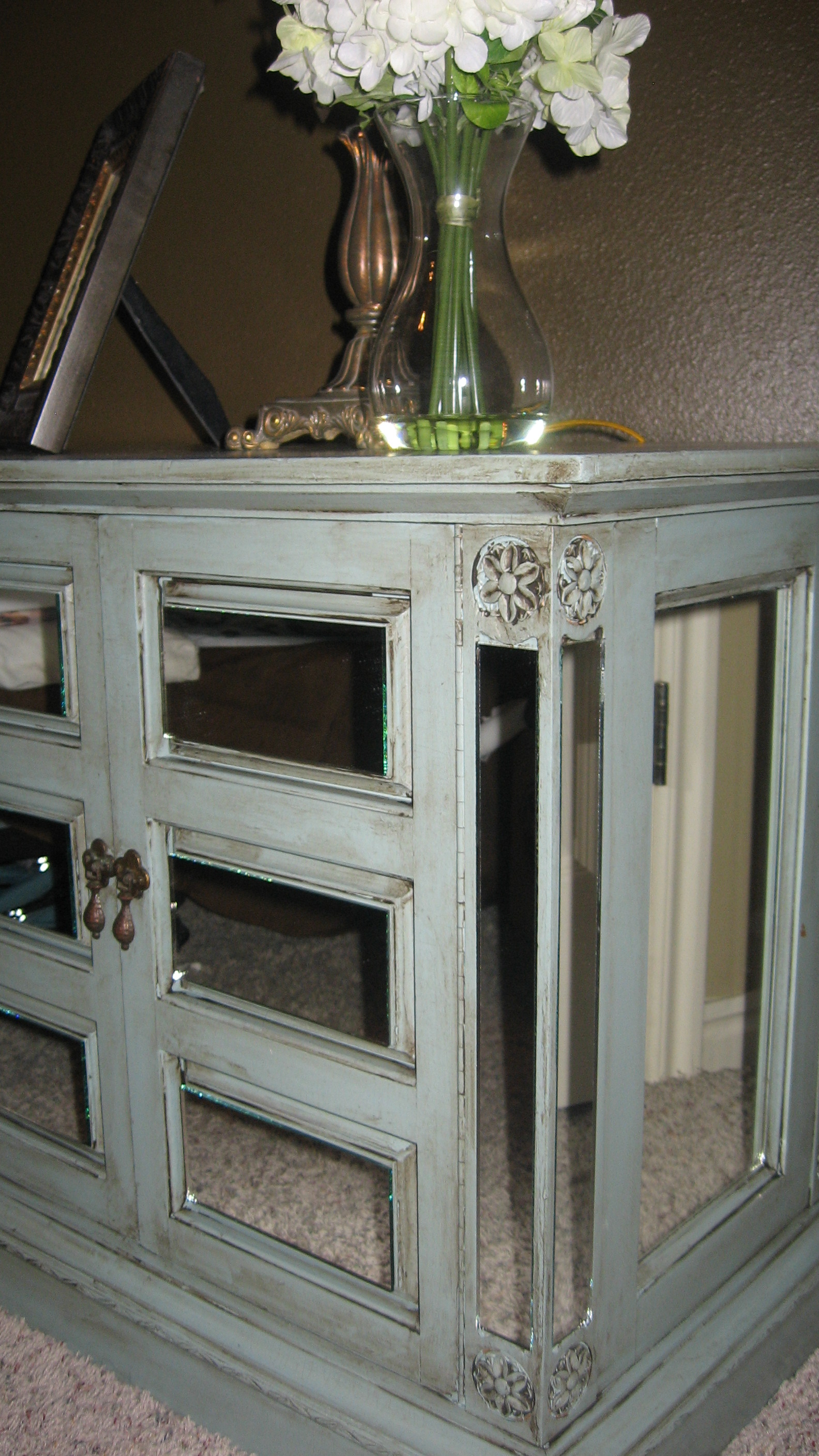 http://designedtothenines.com/wp-content/uploads/2010/08/mirror-nightstand-wedding-024.jpg