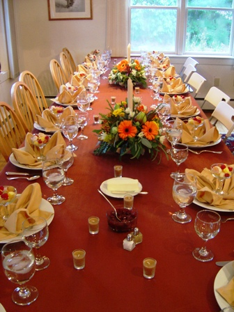 Thanksgiving Tables designed to the nines | last minute thanksgiving table ideas